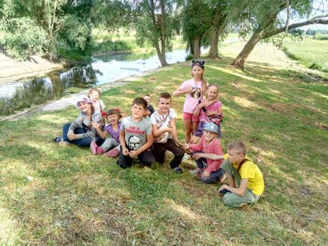 центр-адаптації-дітей-купання-в-річці